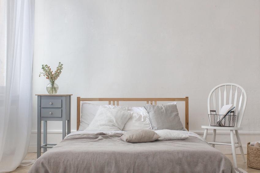 Używane łóżko drewniane