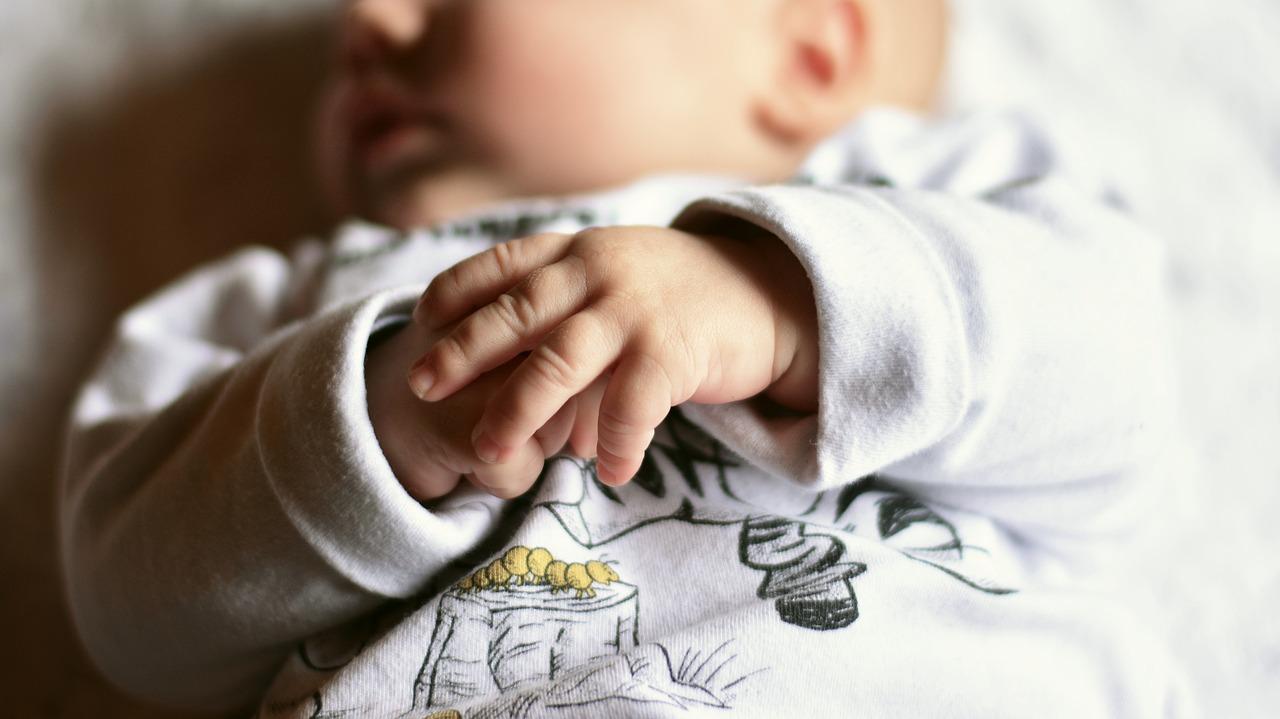 Jakie ubranka i kosmetyki kupić niemowlęciu?