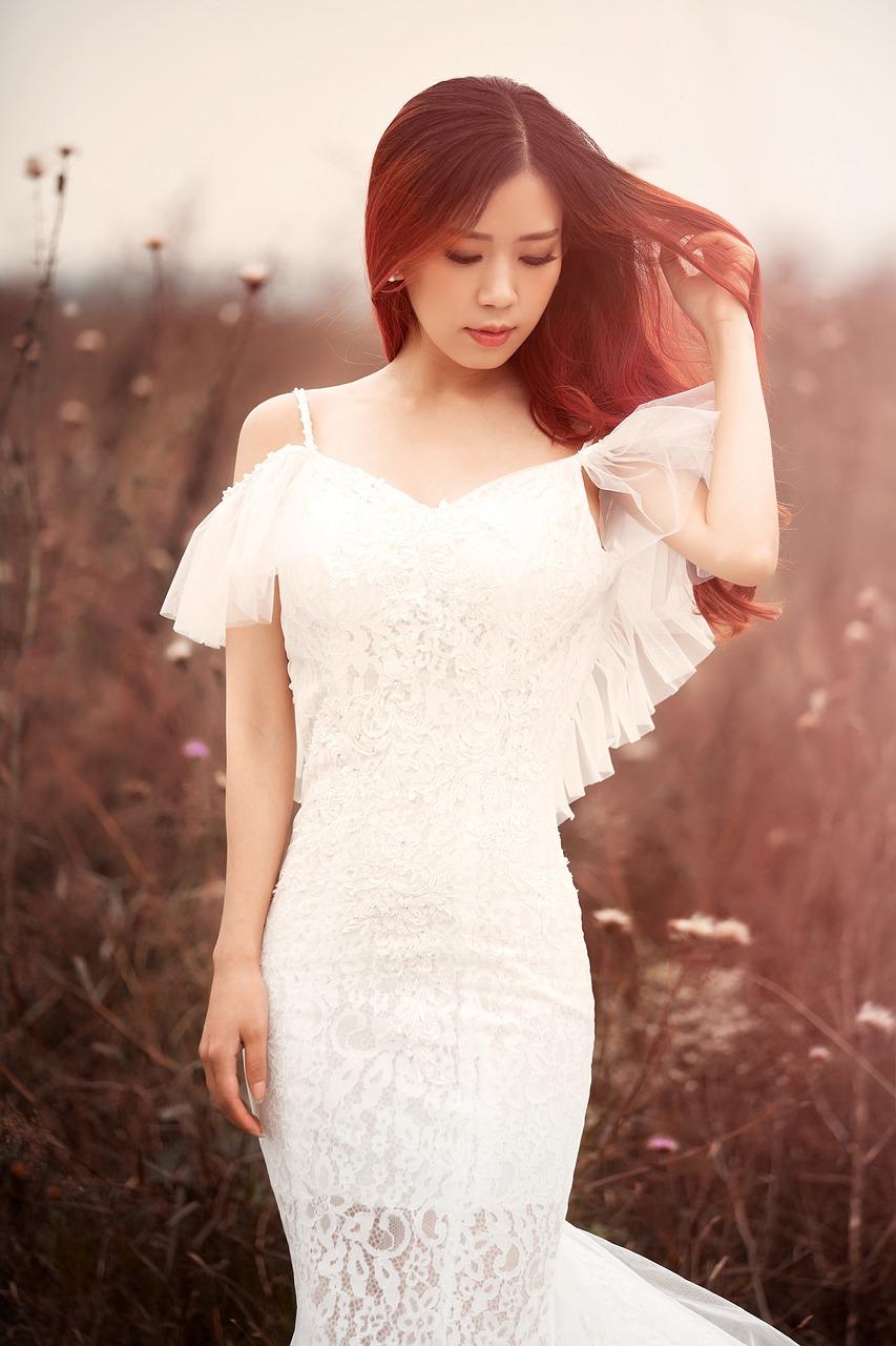 Suknie ślubne - jakie ich modele można znaleźć obecnie?