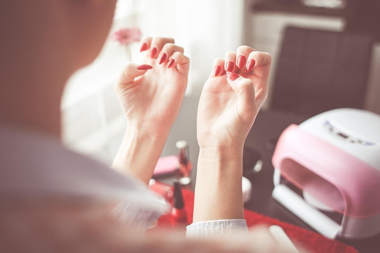 Hybrydy, żele czy manicure japoński? - wybór damskiego manicure