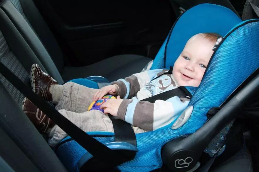 Jazda samochodem z małym dzieckiem. O czym należy pamiętać?