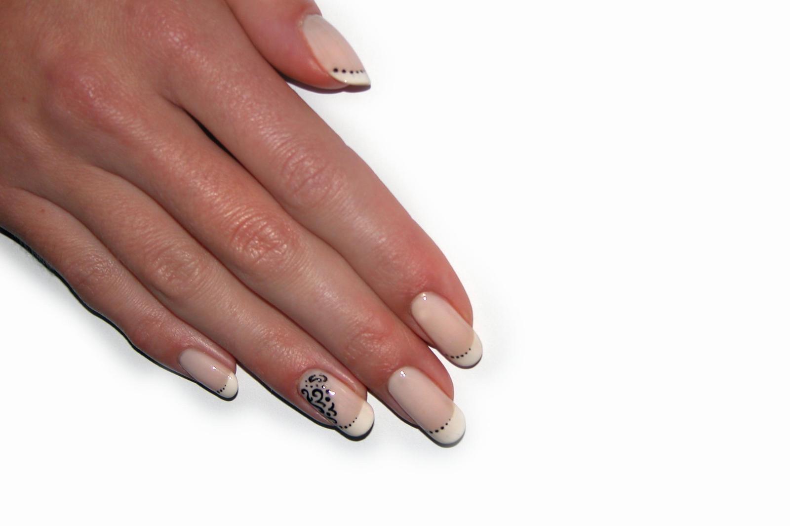Manicure biologiczny – naturalny sposób na piękne paznokcie.