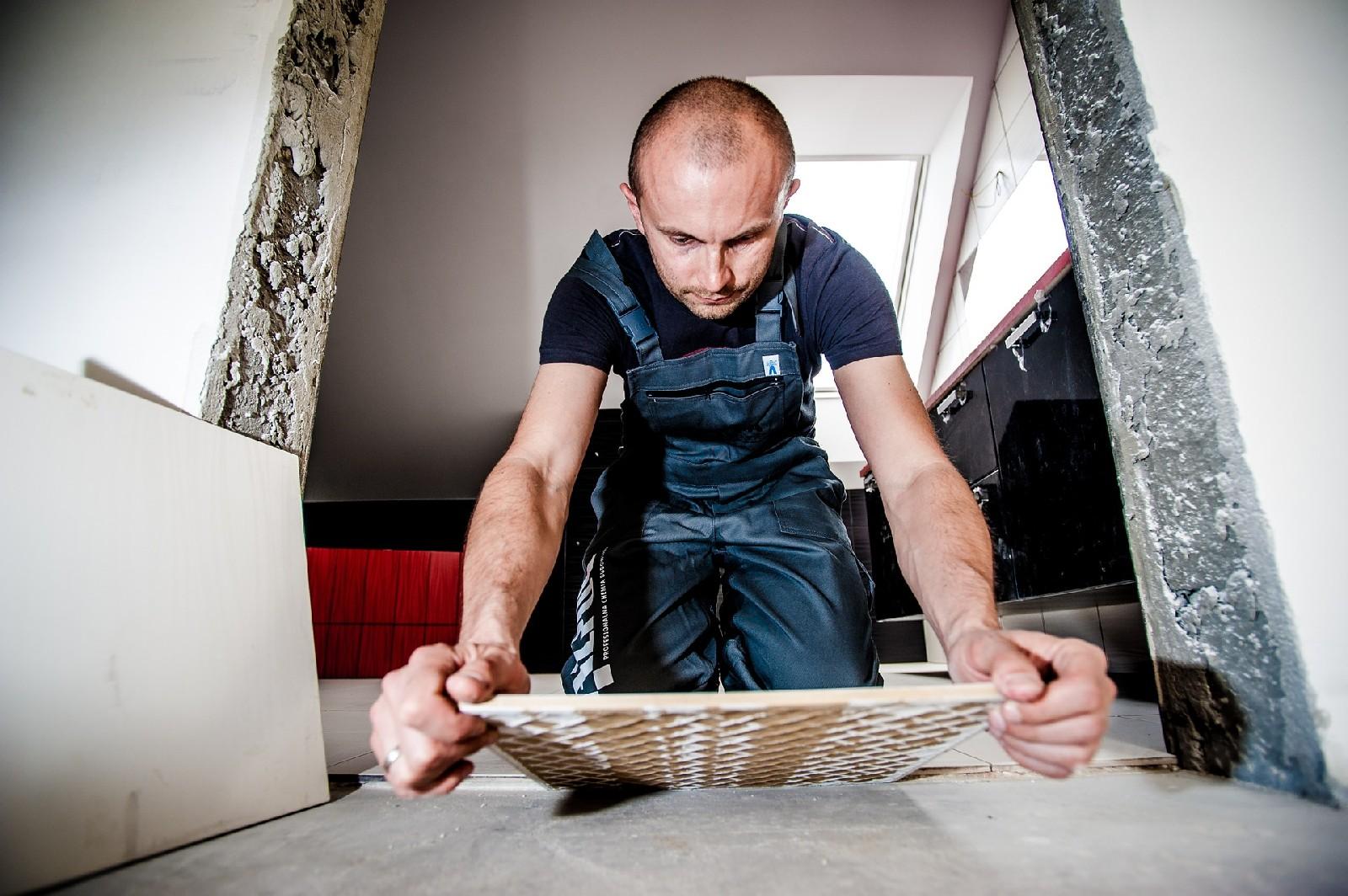 Drewno, czy gres? Jaka podłoga w kuchni?